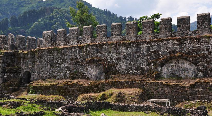 Картинки по запросу гонио-апсаросская крепость грузия